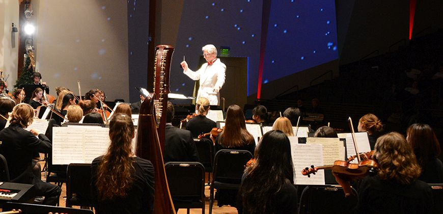 symphony orchestra and conductor