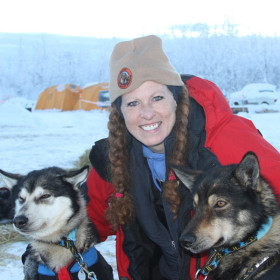 Veterinarian helps sled dogs during grueling Yukon Quest