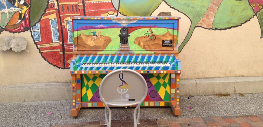 Piano in Old Town_870