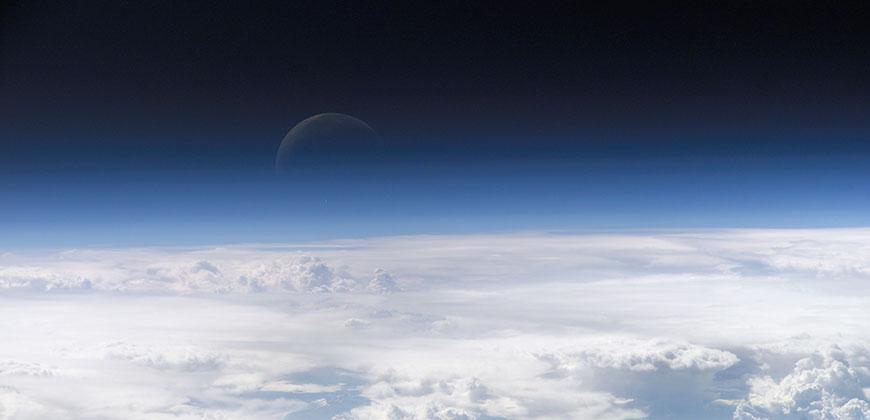 El vacío no ejerce ninguna fuerza en la atmósfera