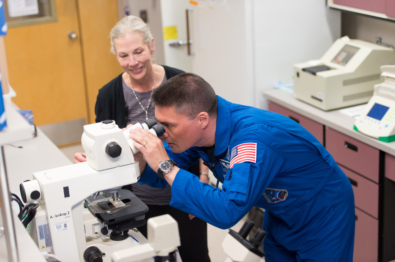 Astronaut alumnus Kjell Lindgren visits Dr. Susan Bailey's lab in 2016, after spending six months on the International Space Station. (John Eisele/CSU Photography)