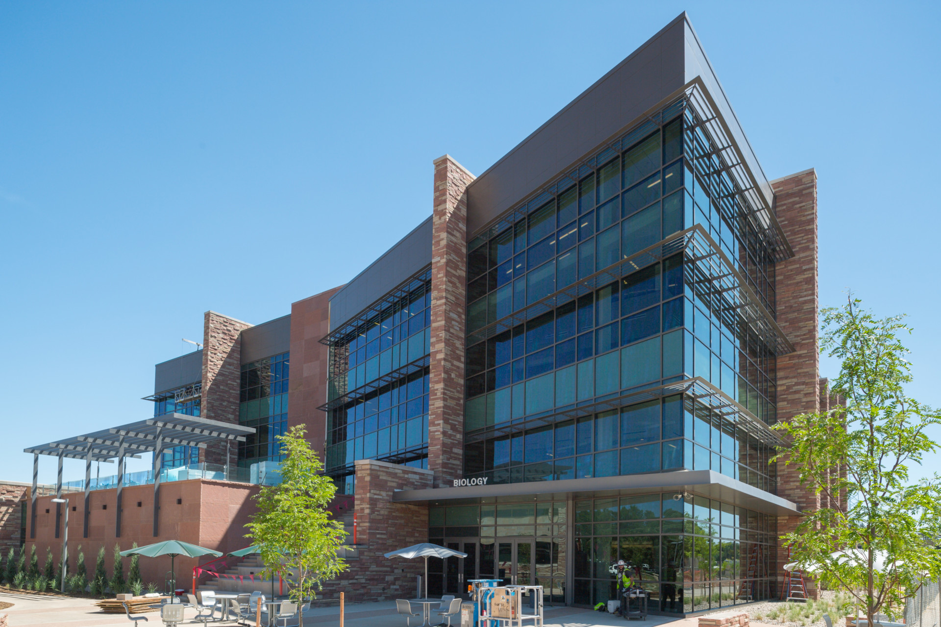 Student friendly research savvy new biology building for Construction bio