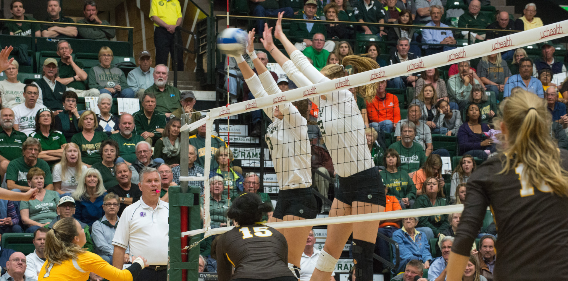 Volleyball against Wyoming