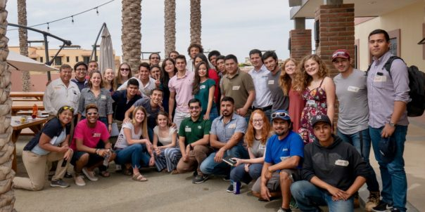 Foto de grupo de los participantes de la Experiencia de Liderazgo Global 2018 en CSU Todos Santos Center.