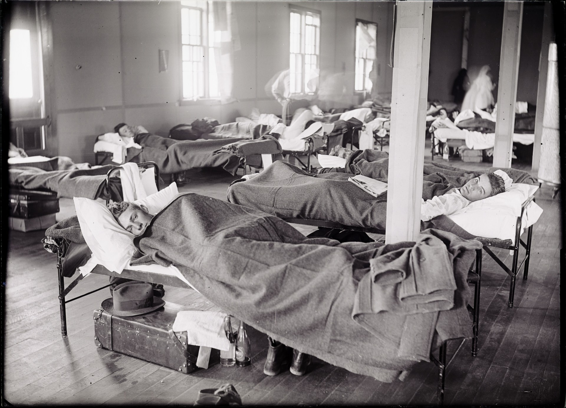 Trainees infected with influenza in campus barracks hospital in 1918