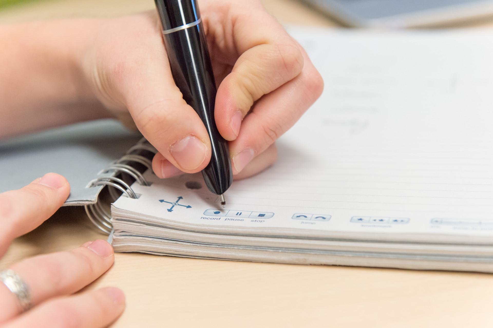 Student using smart pen