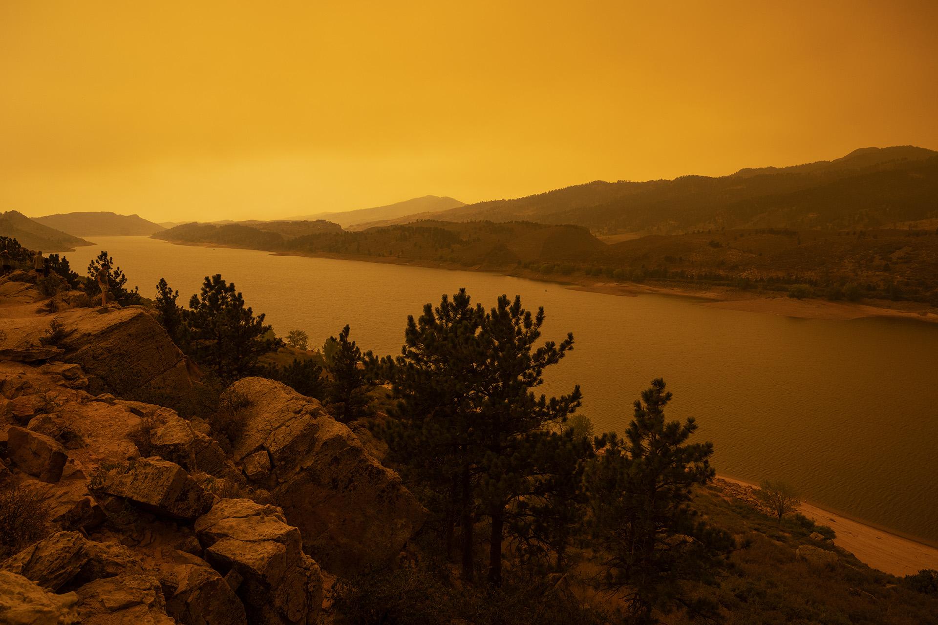cameron peak fire sept mountain horsetooth reservoir plume descends smoke