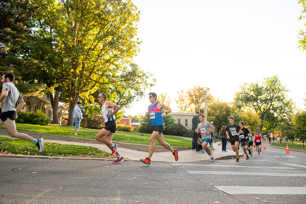 Runners on the Homecoming 5K course